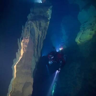 esplorazione-di-grotte-subacquee